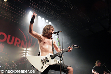 live 20140717 02 03 Airbourne