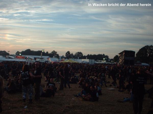 in Wacken bricht der Abend herein